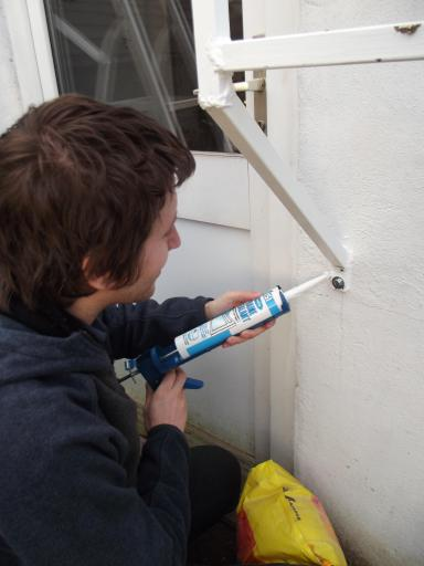 Applying sealant to the joints