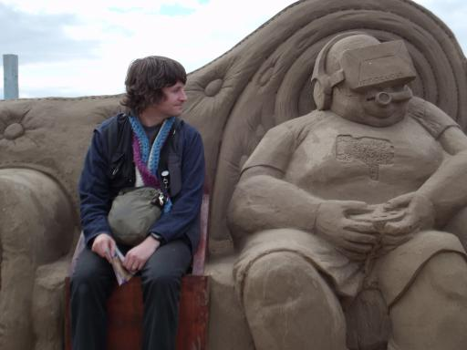 Alaric finds a geek of sand